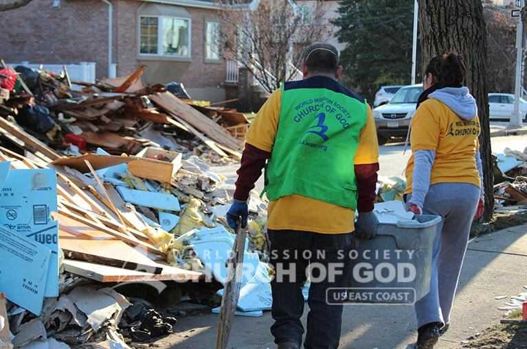 hurricane sandy, hurricane sandy, hurricane sandy relief, world mission society church of god, new york, hurricane sandy, superstorm sandy, yellow shirts, green vests army, ridgewood, hoboken, new jersey, breezy point, staten island, volunteer, toms river, new york city fire department,