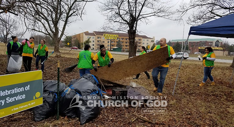 WMSCOG, World Mission Society Church of God, volunteers, volunteerism, cleanup, neighborhood, Louisville, Kentucky, KY, Christian, waste, litter, debris, trash, garbage, South Hurstbourne Parkway, S Hurstbourne Pkwy