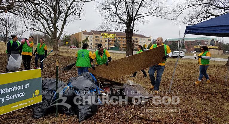 WMSCOG, World Mission Society Church of God, volunteers, volunteerism, cleanup, neighborhood, Louisville, Kentucky, KY, Christian, waste, litter, debris, trash, garbage, South Hurstbourne Parkway, S Hurstbourne Pkwy