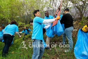 ASEZ volunteers removing trash from vegetation near Allard Drive in Manchester, NH