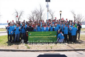 Group photo of ASEZ volunteers from Lehman College and affiliates during their cleanup at Clason Point Park.