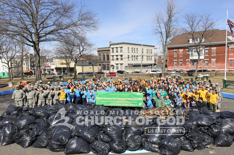Group photo of 150 volunteers after the ASEZ cleanup at Roberto Clemente Park.