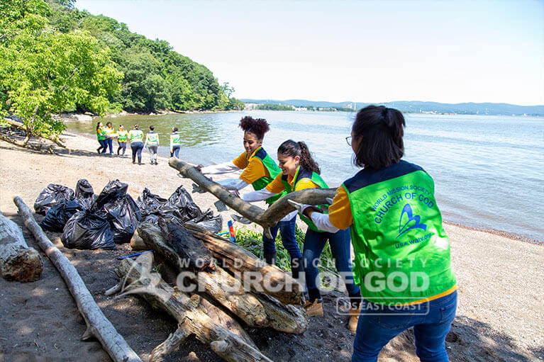 ASEZ WAO volunteers working in unity to clean the beach at Haverstraw Beach State Park.