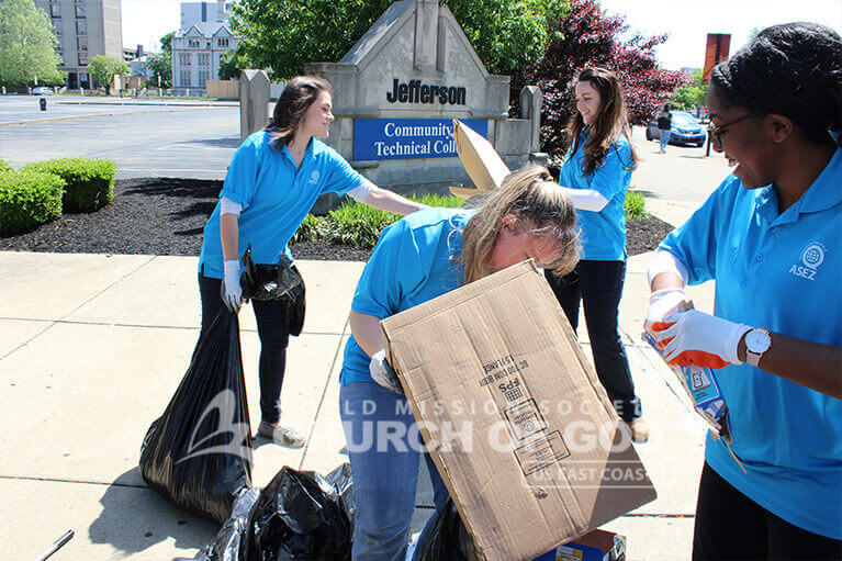 ASEZ volunteers working together to remove trash from Jefferson Community and Technical College
