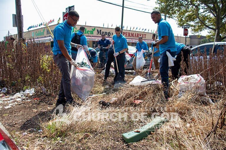 ASEZ volunteers removing brush and litter from along Randall Avenue in the Bronx