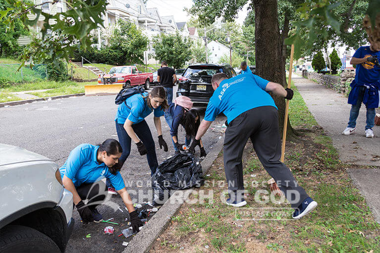 ASEZ volunteers making sure every corner of Wrigley Park is cleaned up.