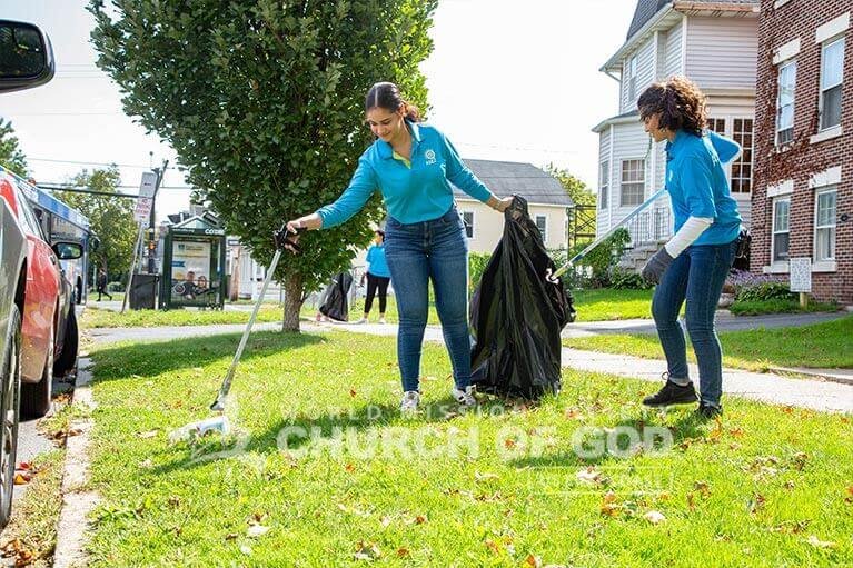 ASEZ volunteers cleaning up trash near the College of Saint Rose.