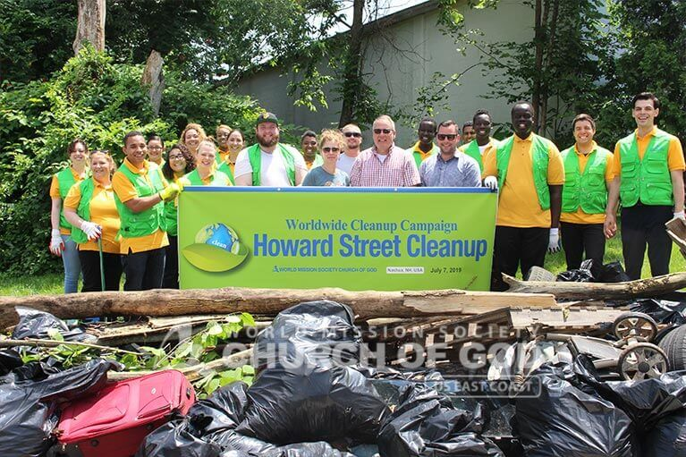 Group shot of WMSCOG volunteers during their Howard Street cleanup.