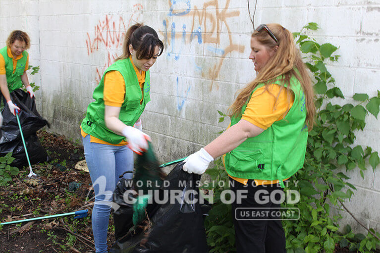 Volunteers from WMSCOG removing trash from along Howard Street in Nashua, NH.