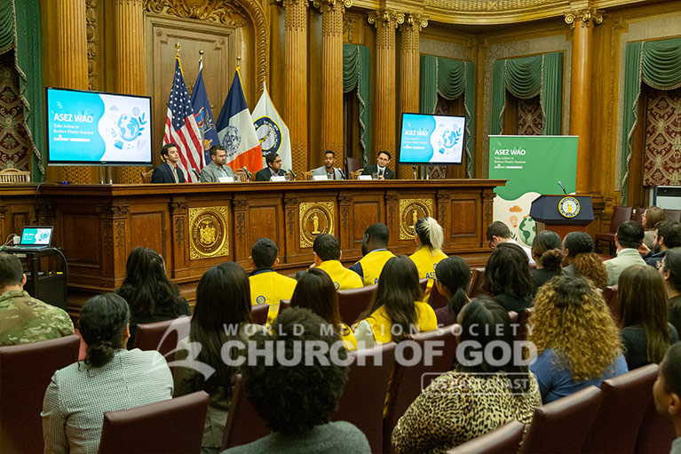 Panelists talking at the Reduce Plastic Seminar in Brooklyn.