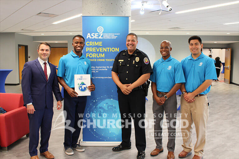 Chief Gary Lewis with volunteers from ASEZ during the Crime Prevention Forum